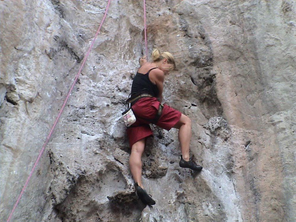 kaya tırmanışı adventure-things-to-do-thailand-rock-climb